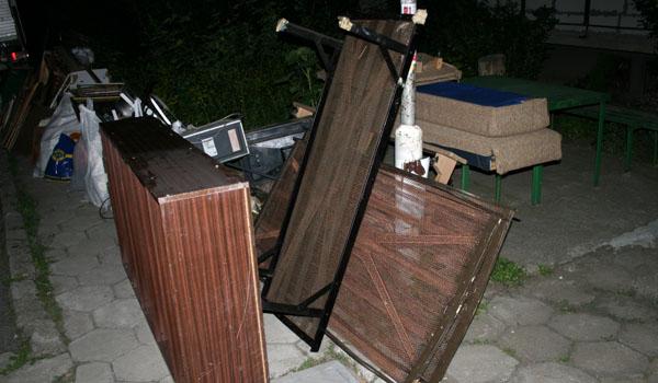 Изнасяне на мебели и боклуци