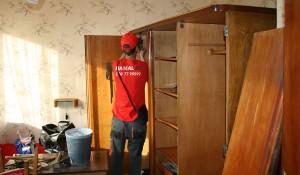 Изхвърляне на секции, дивани и гардероби