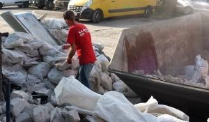 Изхвърляне на строителни отпадъци на сметище