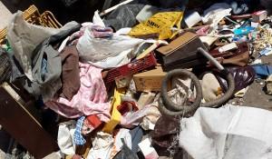 Изхвърляне на битови отпадъци