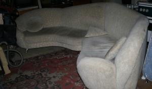 Изхвърляне на ъглов диван