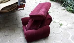Изхвърля фотьойли