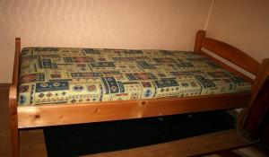 Изхвърля стари легла