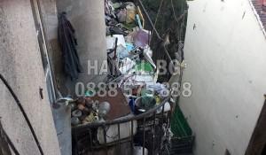 Почистване на общи части от стари мебели и строителни отпадъци