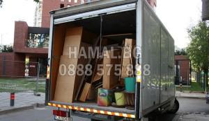 Камион за изхвърляне на стари мебели